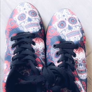 Shoes - Sugar skull sneakers size 6 perf cond.